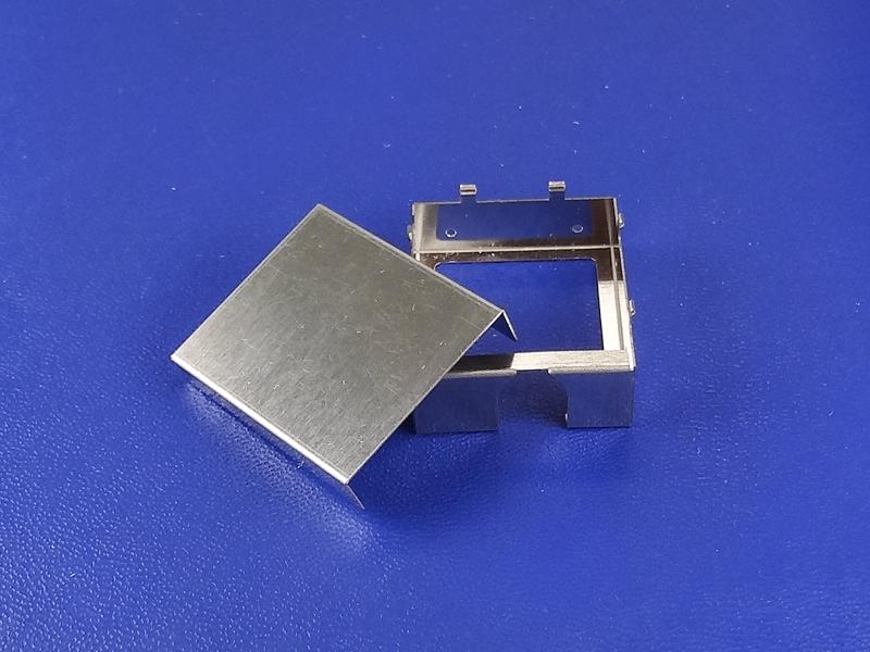 精密板金加工による隙間のない嵌合カバー