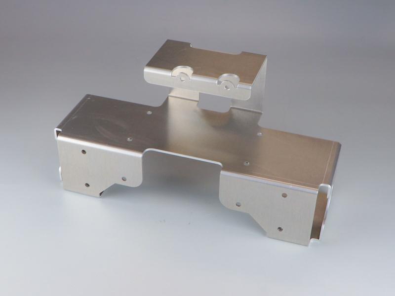 レーザーパンチ複合機でタップと精度穴を同時仕上げ
