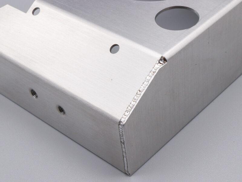 バーリングタップとYag溶接の精密板金加工
