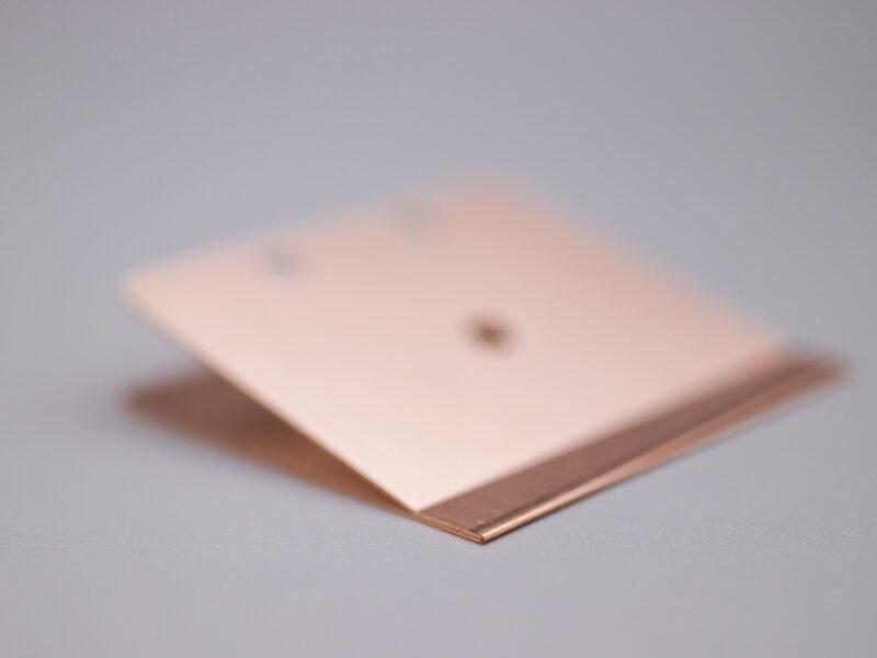 板厚0.3mmのリン青銅バネ材、ヘミング曲げ加工